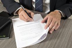 Unterzeichnung eines Kreditvertrags